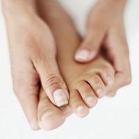 skin peeling on toes